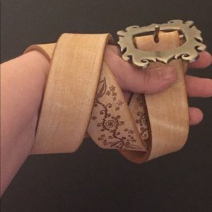 Accessories - Beautiful Leather Belt | Size Large | Scrollwork